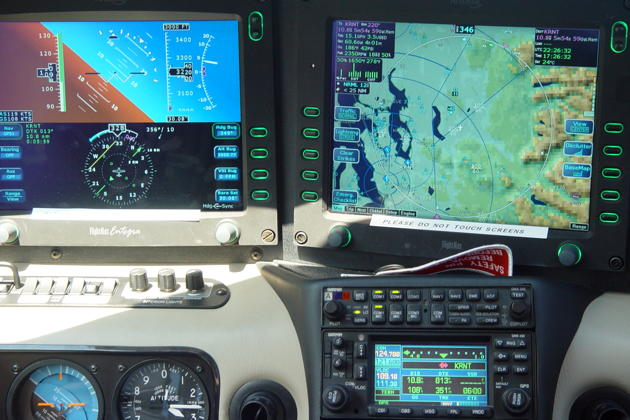 The large Avidyne 8x10 inch displays - sunlight readable!