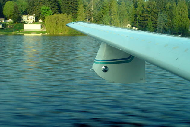 Touching down on the smooth surface of Long Lake in the Lake 250, just southeast of Bremerton, WA.