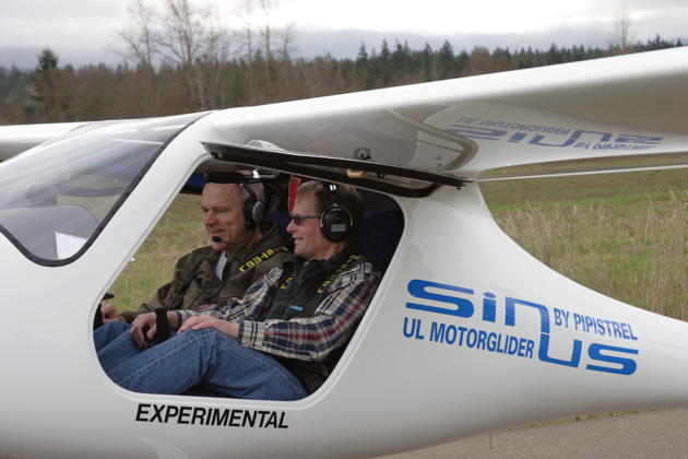 Readying for first flight with Paul Kuntz in his Sinus N54PK. Photo by Jim Bettcher.