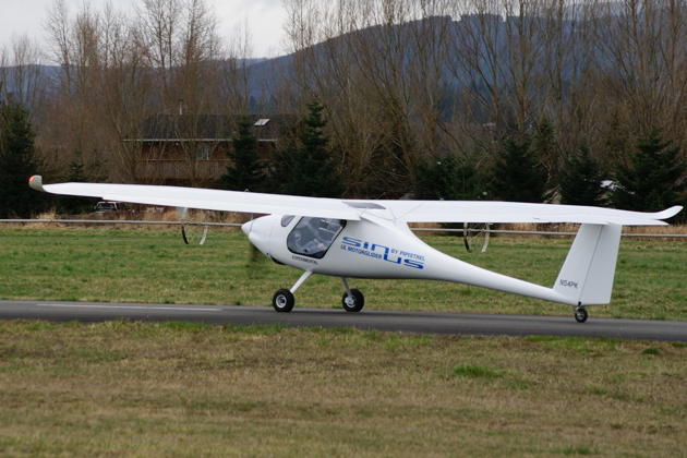 Conducting ground taxi tests on the Sequim Valley runway. Photo by Jim Cone.