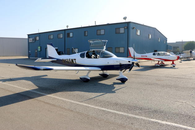 The Sling TSi and the Sling 4 at the Airplane Factory ramp in Torrance, CA.