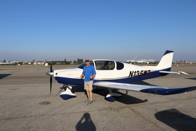 Two thumbs up after flying the Sling TSi. Photo by Barry Jay.